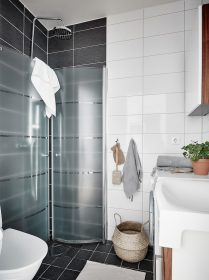 sisustus-harmaan-savyt-kylpyhuone