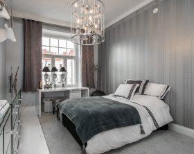 ylellistä-keskustassa-makuuhuone-harmaa