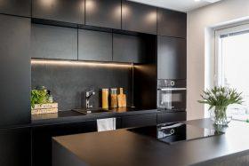 Musta keittiö
