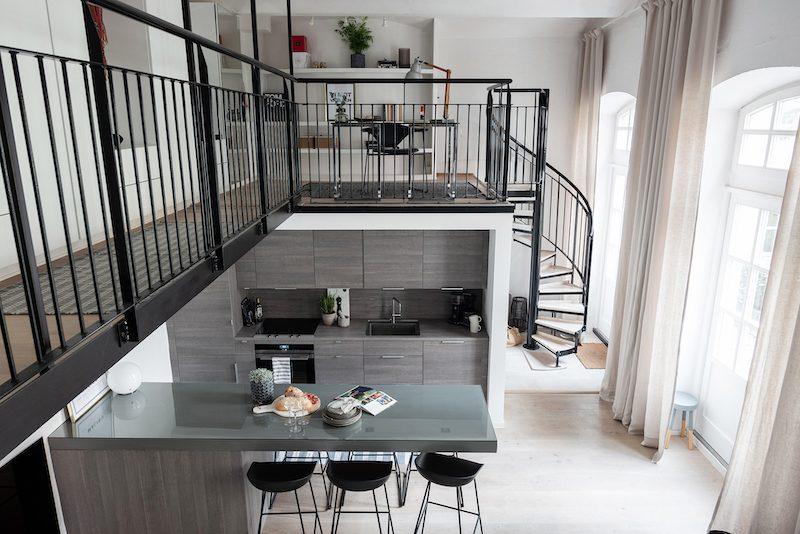 Kaksio kahdessa tasossa portaat