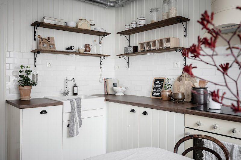 Avohylly keittiössä
