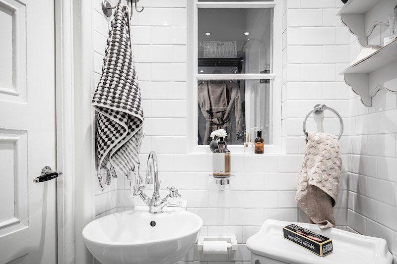 Kylpyhuoneen ikkuna