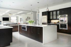 ylellisen-tyylikas-koti-keittiosaareke