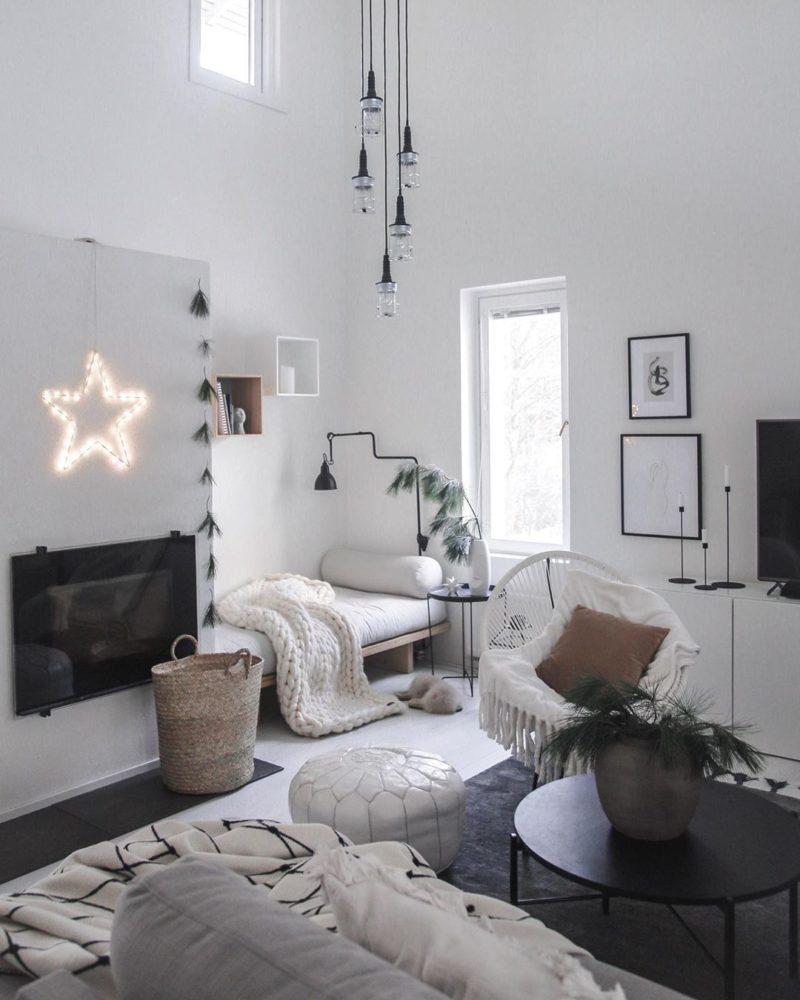 Kodikas, kaunis ja lämmin sisustus olohuoneessa