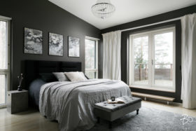 Makuuhuone parvekkeella