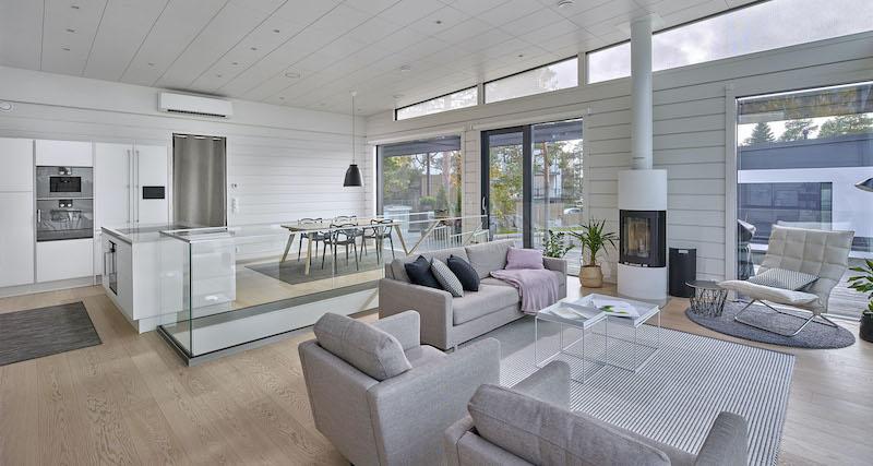 Moderni hirsitalo Villa Nuottakallio sisustus