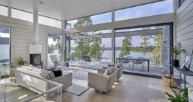 Moderni hirsitalo Villa Nuottakallio valo