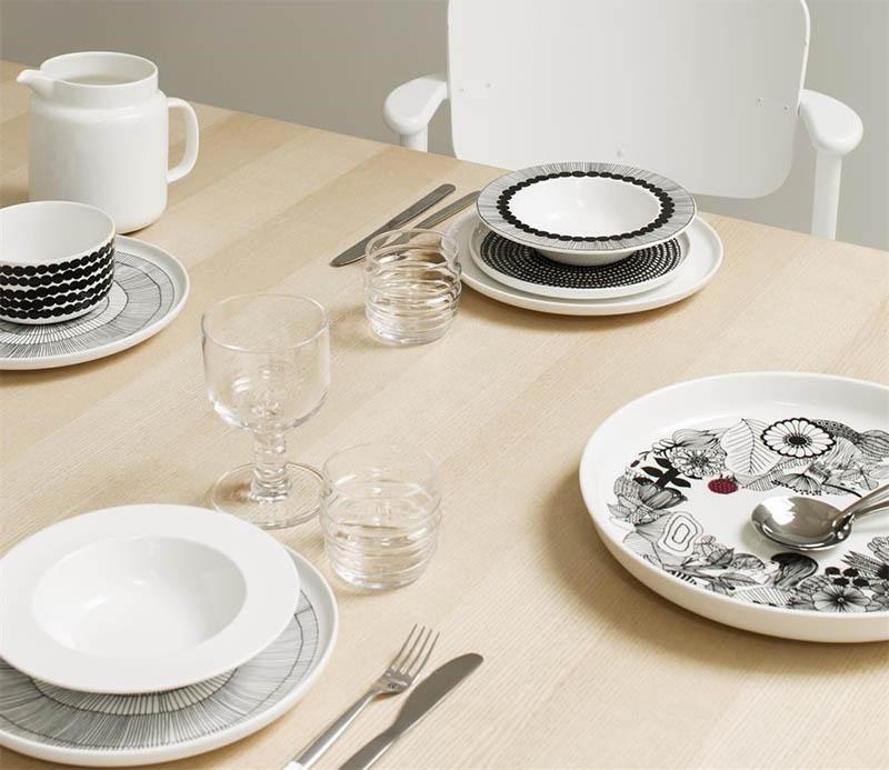 Marimekko kattaus ja lautaset